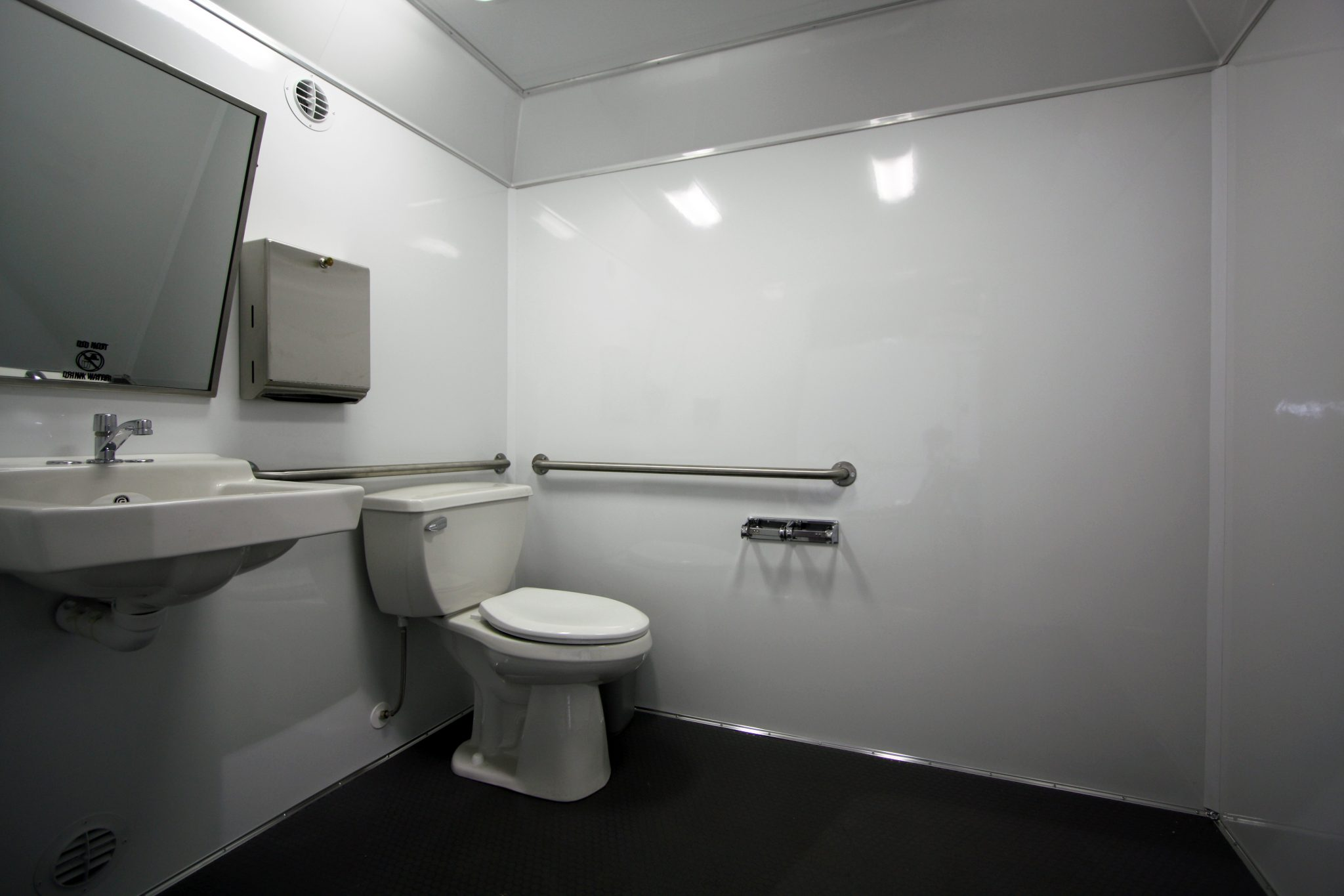 Toilets For Rent : Shower trailers for rent things to know