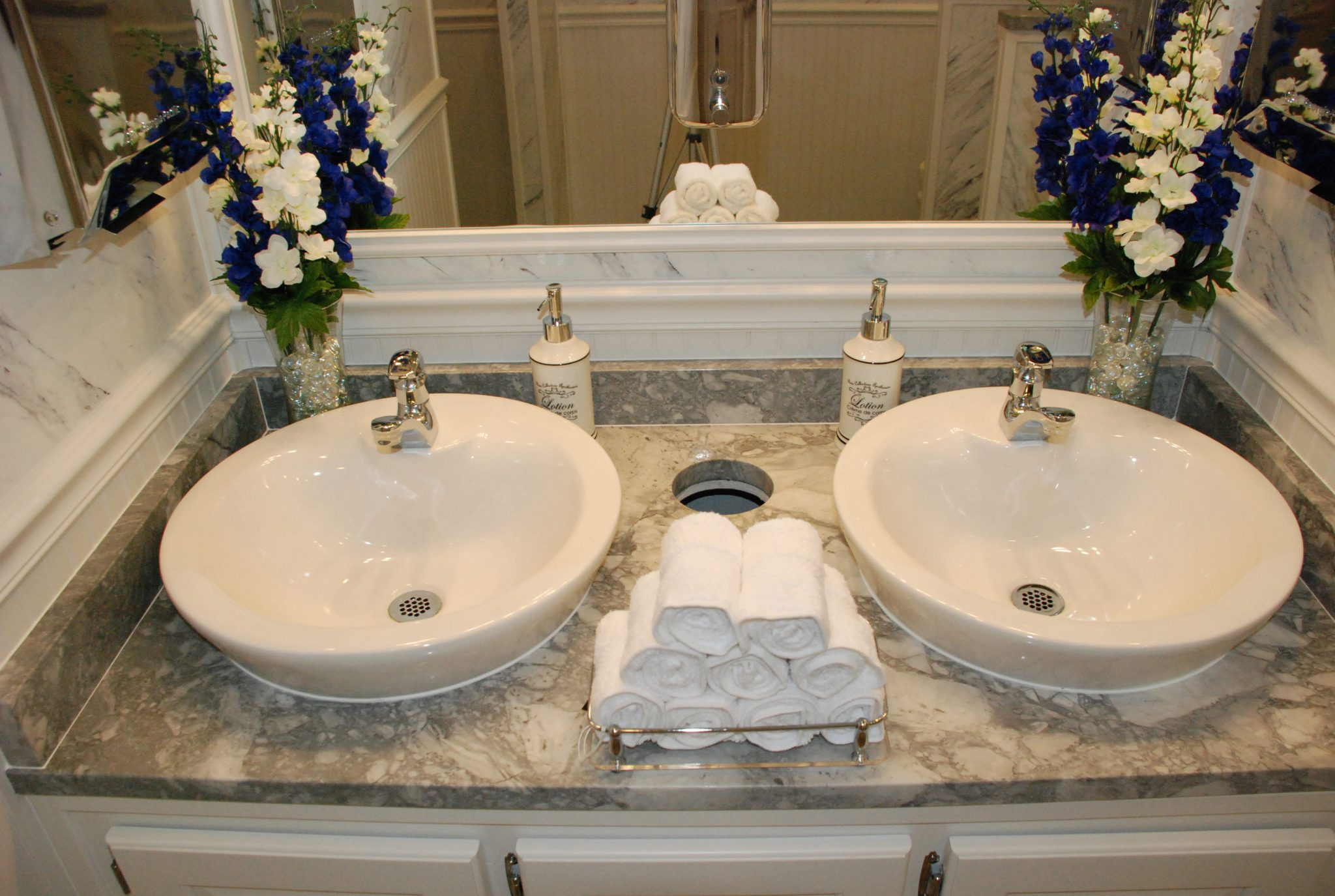 rental bathrooms for weddings events no maintenance