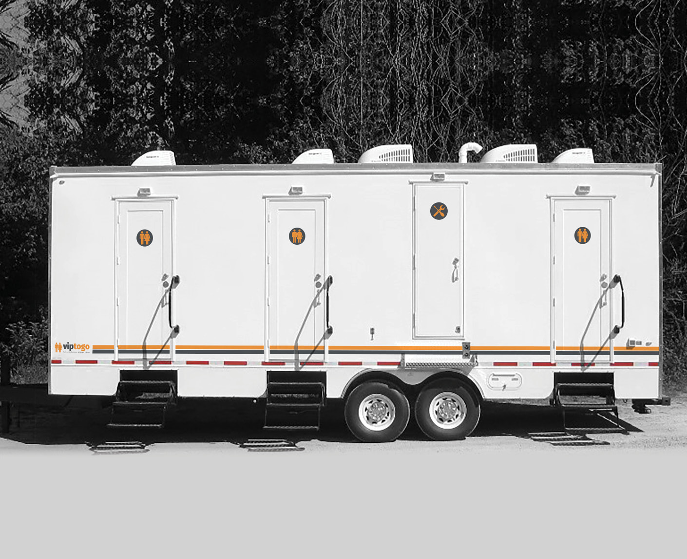 Full image for six shower combo restroom trailer